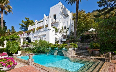 http://www.telegraph.co.uk/travel/10060605/Luxury-villas-in-Italy-15-of-the-best.html